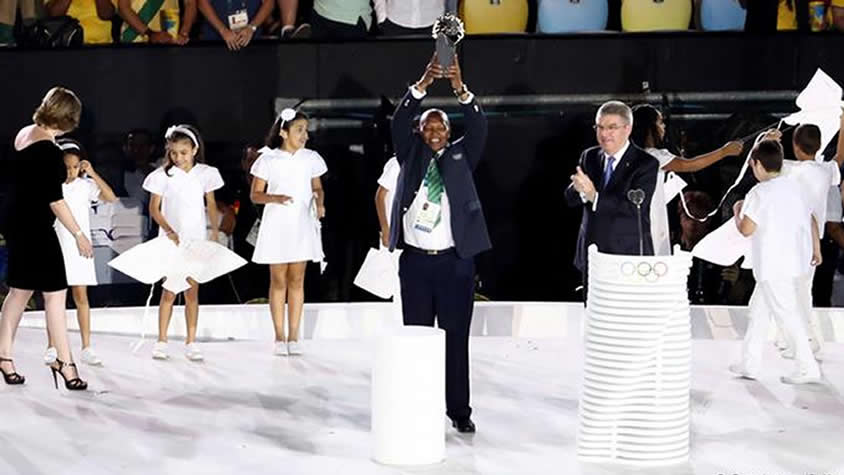 Kipchoge Kein Receiving Olympic Laurel Award