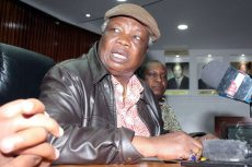 COTU secretary general Francis Atwoli asks Uhuru Kenyatta to be sober while addressing his supporters
